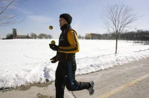 winter-joggling